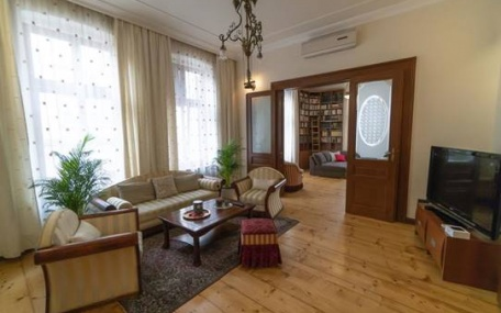 Salon Apartment in Cara Uroša Street