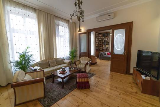 Salon Apartment in Cara Uroša Street